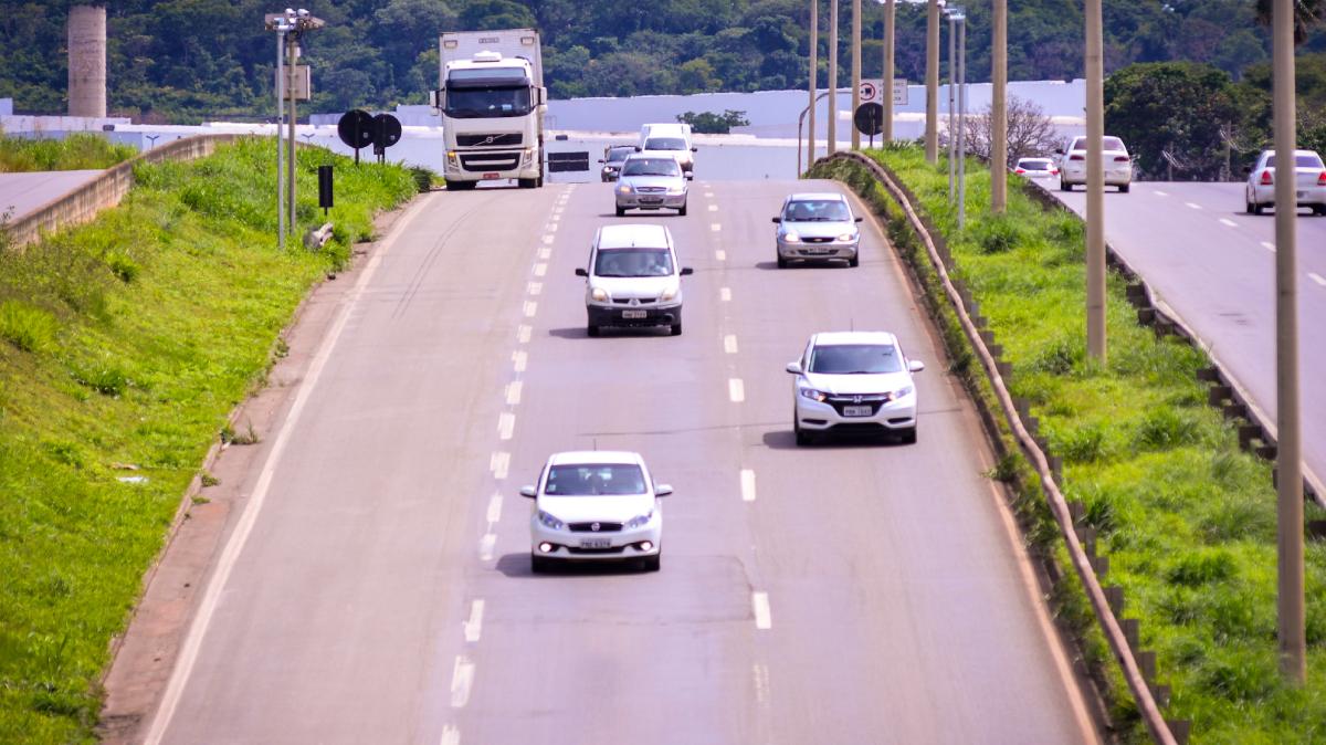 Veículos estão proibidos de trafegar em rodovias de pista simples nesta quinta, sexta e domingo