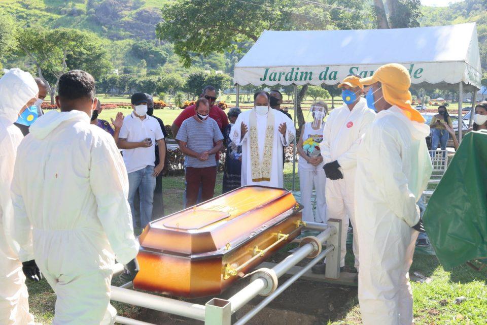 Agnaldo Timóteo é enterrado