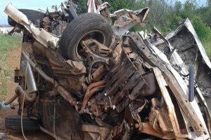 Condutor bate em caminhão e morre na GO-219, em Bela Vista