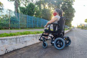 Edivânia Matos sofre com falta de acessibilidade no Parque Tamanduá (Foto: Jucimar de Sousa/MaisGoiás)