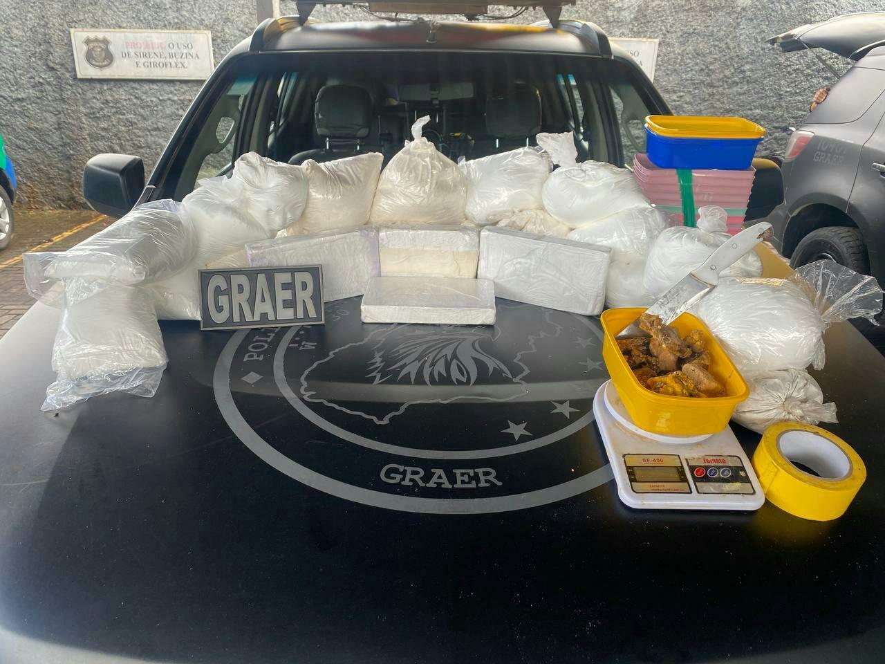 Polícia fecha suposto laboratório com drogas avaliadas mais de R$ 1 milhão