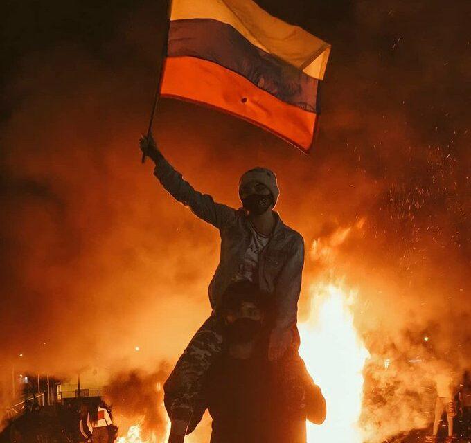 Colômbia tem madrugada marcada por protestos e manifestantes falam em 'massacre' (Foto: divulgação/Twitter)