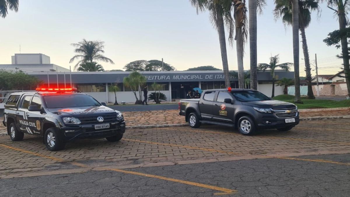 O Ministério Público realiza operação para desarticular um grupo suspeito de contratação de funcionários fantasmas por 9 anos em Itaberaí. (Foto: divulgação/MP)
