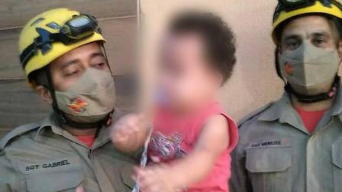 Bombeiros socorrem criança que prendeu a cabeça em panela de pressão, em Anápolis