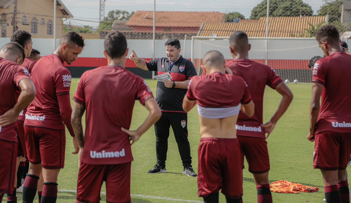 Para duelo contra Fortaleza, Barroca tem dúvida no setor defensivo