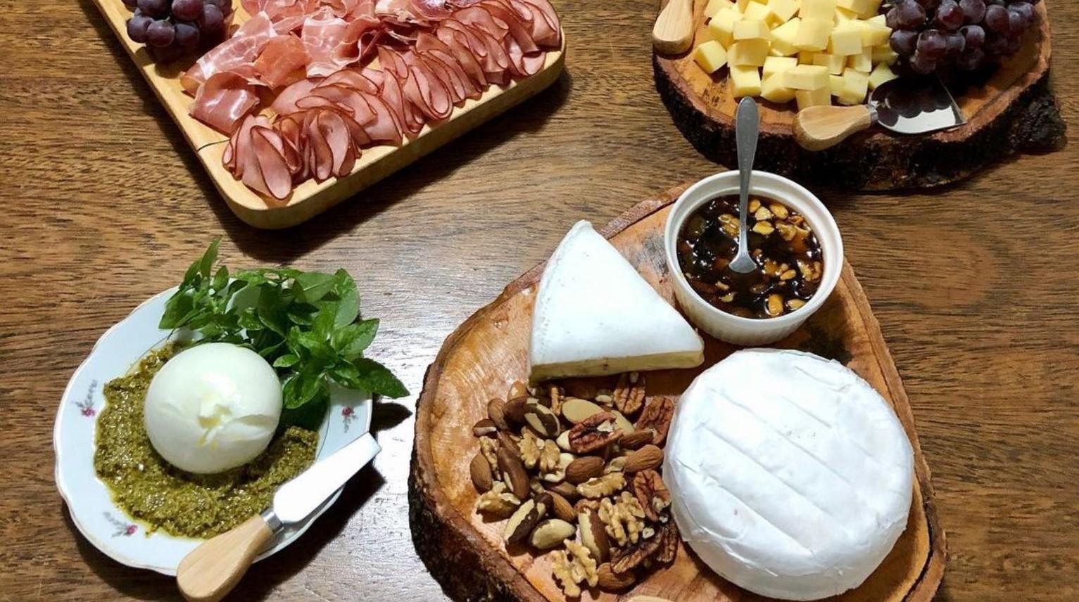 Queijaria Auca é opção de queijos recheados em Goiânia