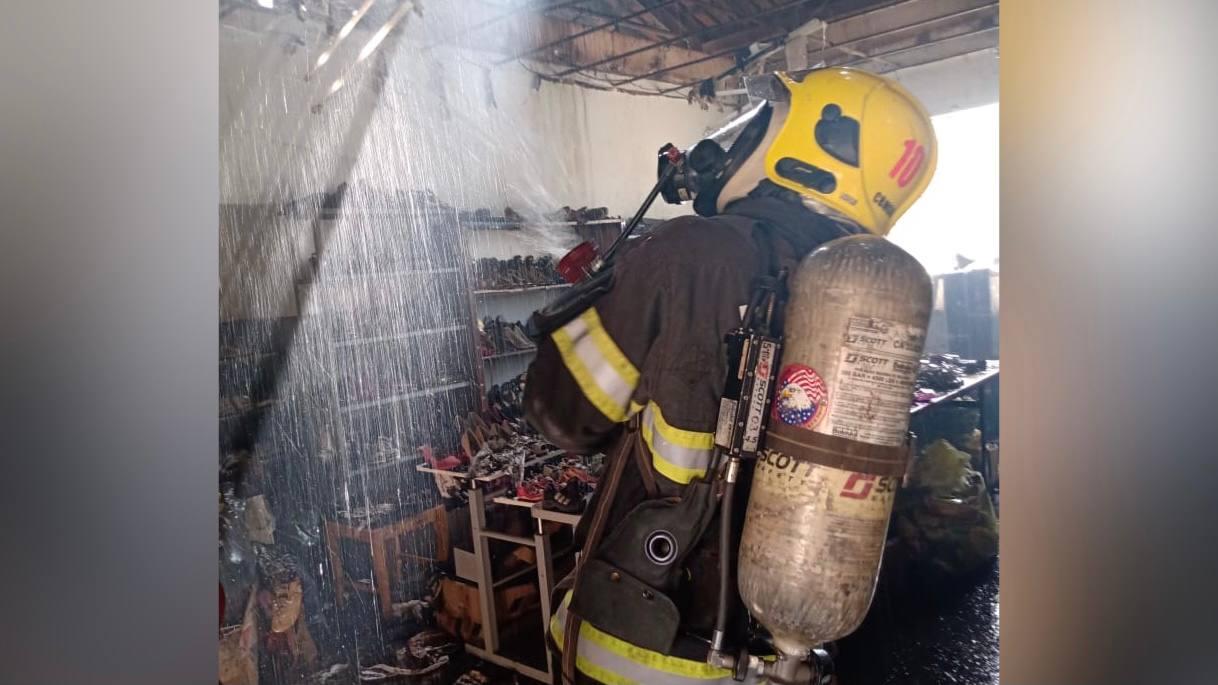 O Corpo de Bombeiros Militar combateu um incêndio em um orfanato, na cidade de Luziânia. Apesar do susto, ninguém se feriu.