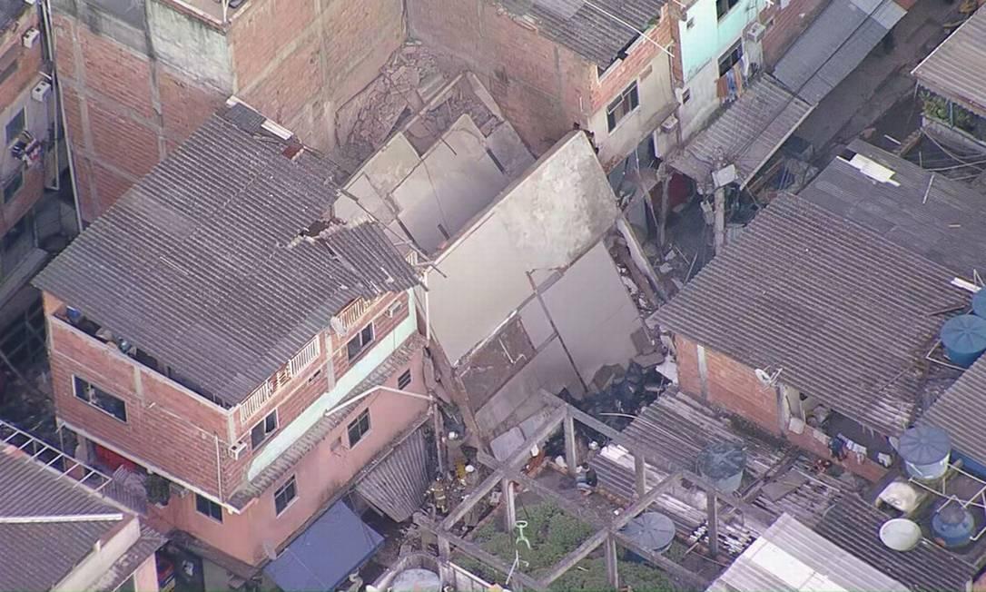 Pelo menos três pessoas estão sob os escombros (Foto: reprodução/TV Globo)
