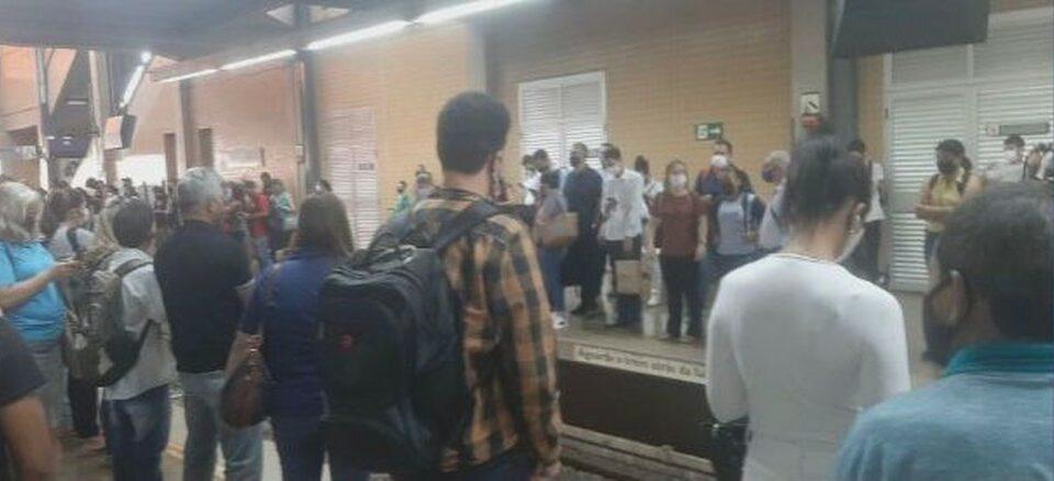 Multidão provocada após descarrilamento de trem