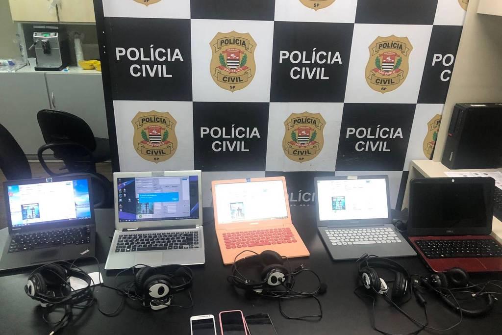 A polícia também apreendeu computadores usados para realizar os golpes, nesta terça-feira (14), na zona oeste da capital paulista - Divulgação/Deic