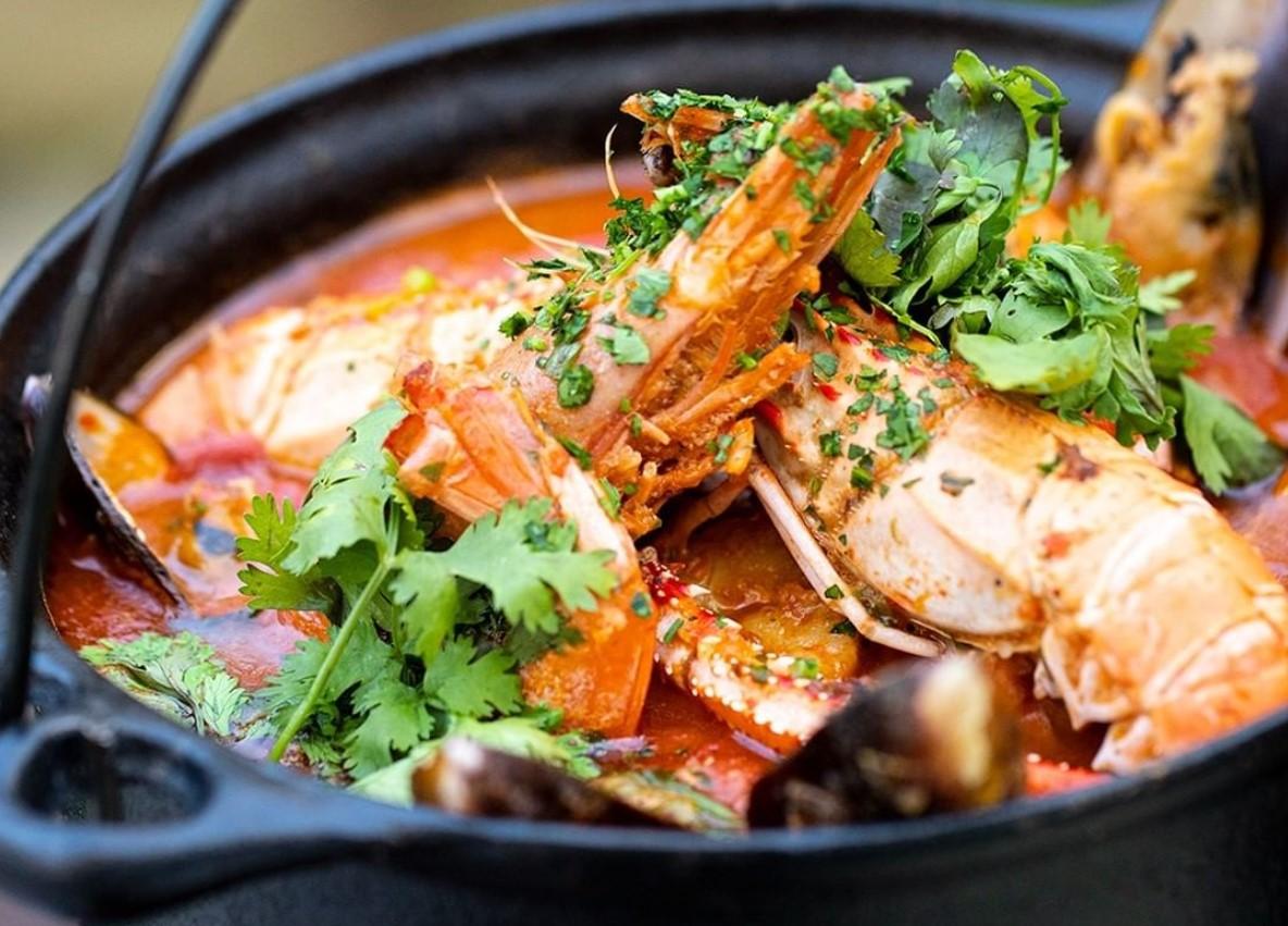 Calderada de frutos do mar é opção no Botequim Mercatto, um dos restaurantes de frutos do mar em Goiânia