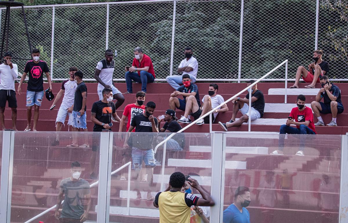 Torcedores durante partida entre Vila Nova e Atlético-GO, pelo Sub-20