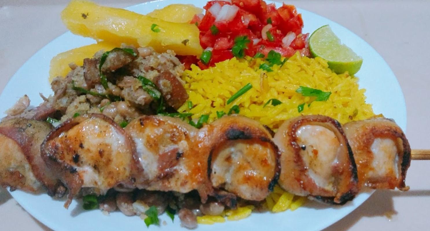 Espetinho de frango é opção na Jantinha da Dil, destaque entre os espetos em Aparecida de Goiânia