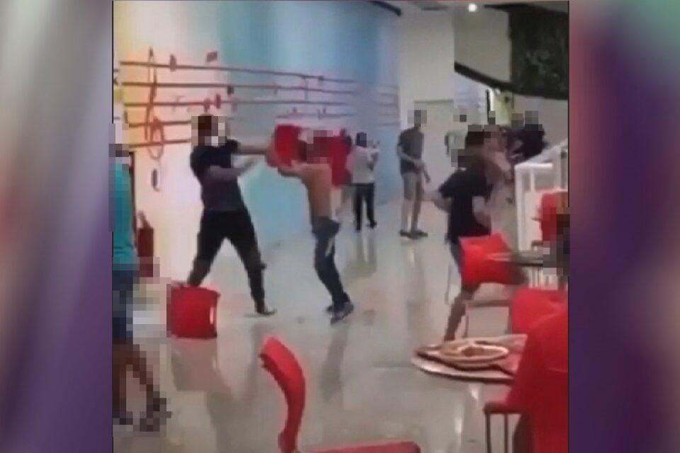 Vídeo mostra homens trocando socos e arremessando objetos em shopping de Aparecida (Imagem: Redes Sociais/Reprodução)