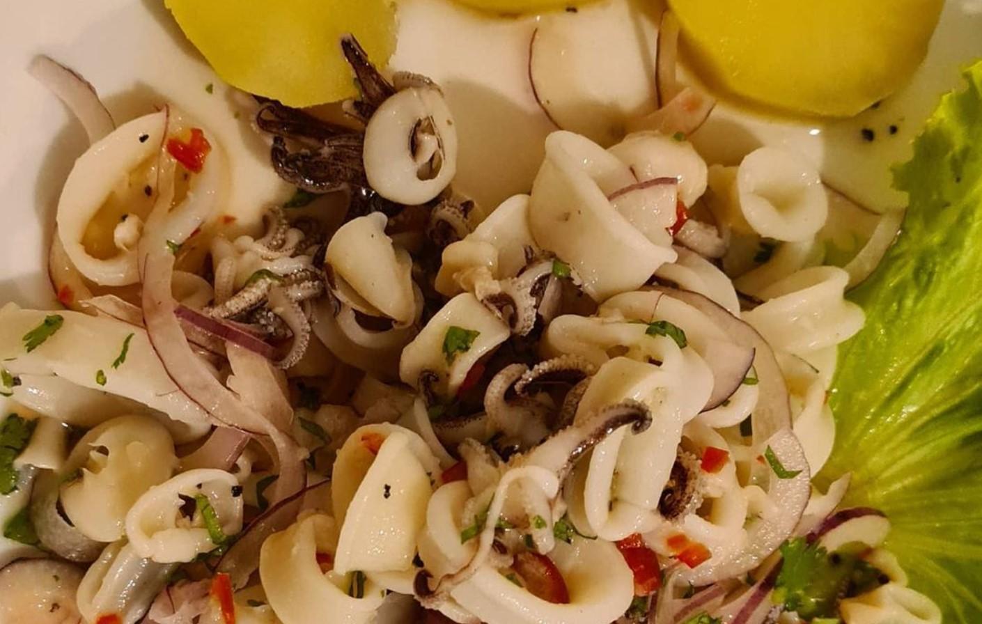 Ceviche de mini lulas é opção no Dom Ralf, um dos restaurantes de frutos do mar em Goiânia