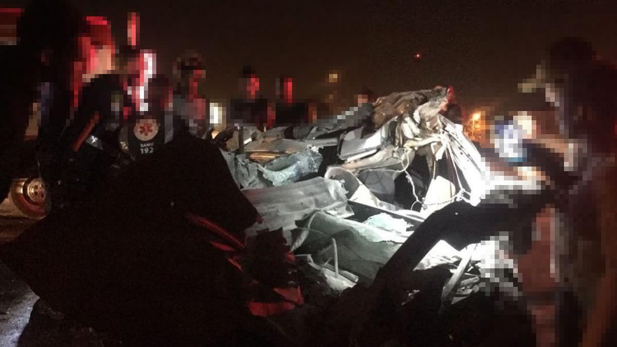 Carro colide contra traseira de caminhão e mata seis pessoas na BR-040, em Luziânia