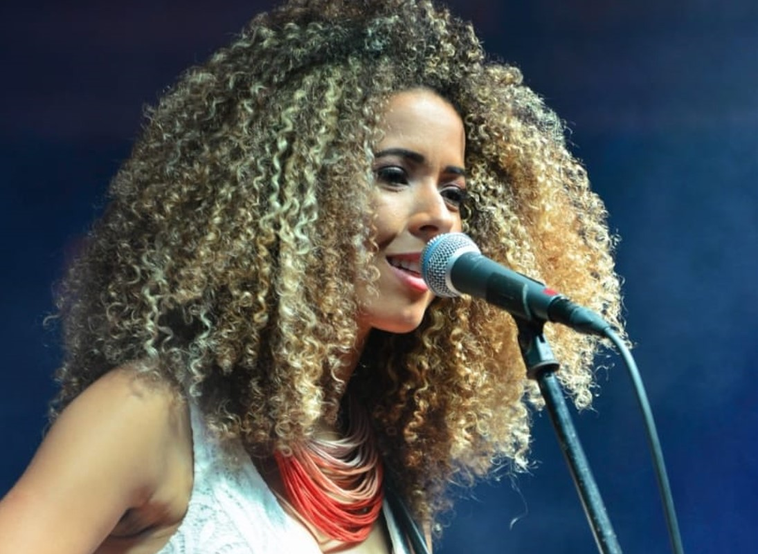 """Cantora capixaba se apresenta no projeto """"Música no Mall"""""""